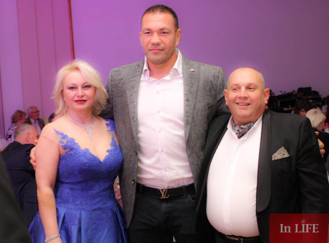 Весела Барбукова Кубрат Пулев и Христо Димитров на Благотворителния бал на Ансамбъл Българе