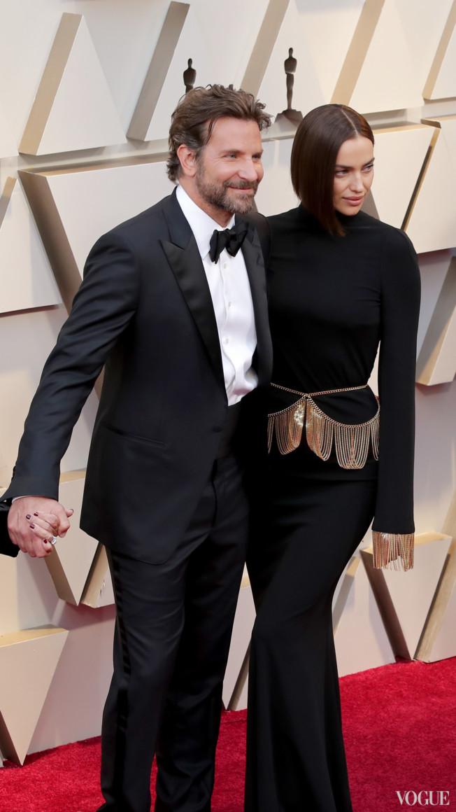 Брадли Купър в Tom Ford и Ирина Шейк в Burberry Снимка: Vogue