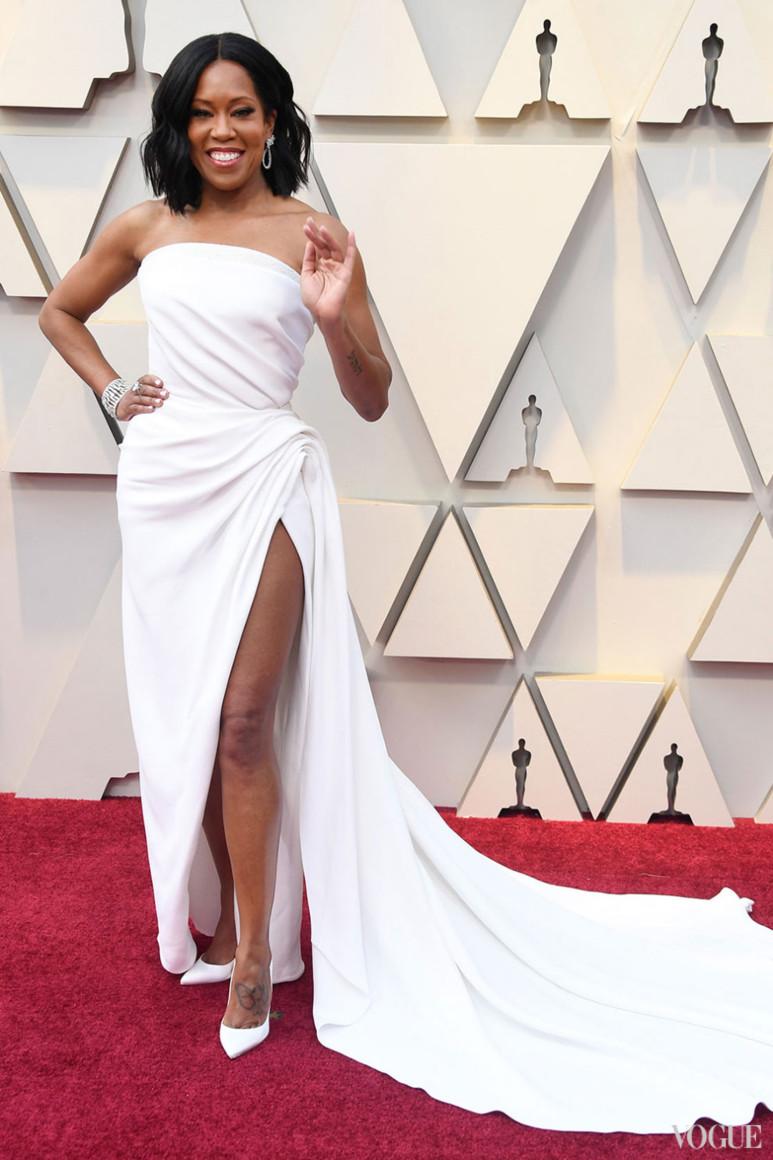 Реджина Кинг в  Oscar de la Renta Снимка: Vogue