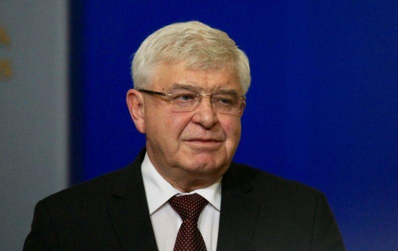 """""""Брошурите били предназначени за кабинети за безплатни консултации, не за училища"""", заяви здравният министър Кирил Ананиев."""