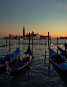 venice_gondolas_boats_water_sunset_dusk_italy_sky-860731