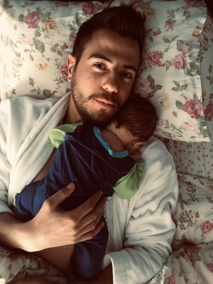 Илиян Любомиров и бебето от Петя Дикова