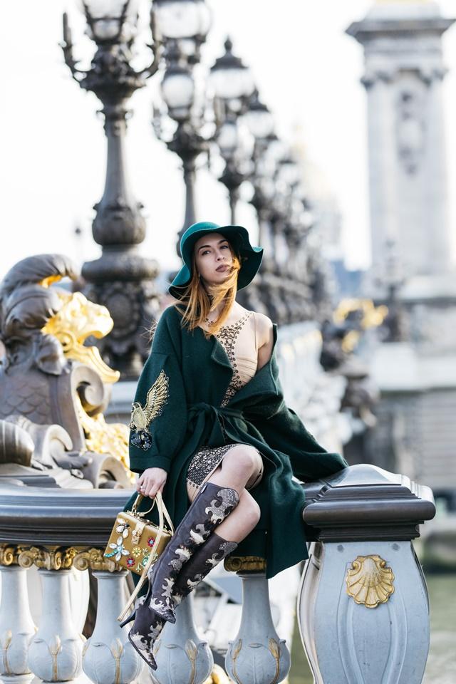 Моден блогър в Париж Томи Томова