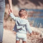 Дете с родители - майка