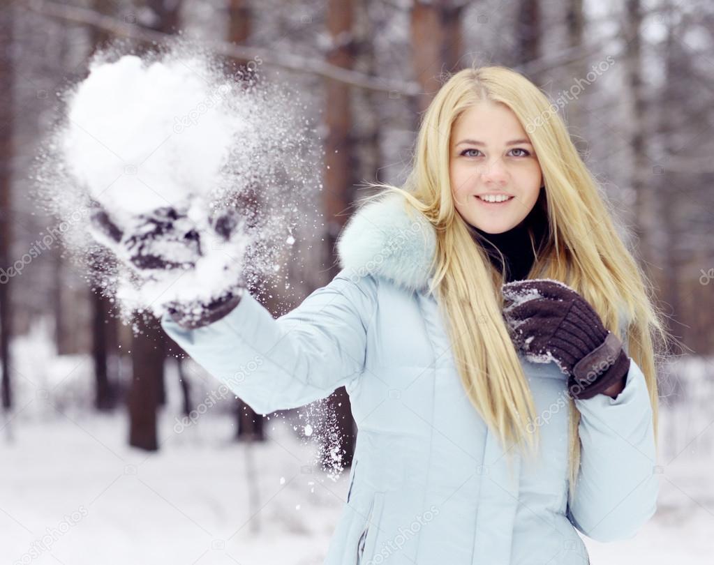 depositphotos_41335081-stock-photo-girl-in-snow-park
