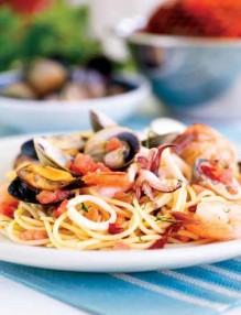 spageti s morski darove
